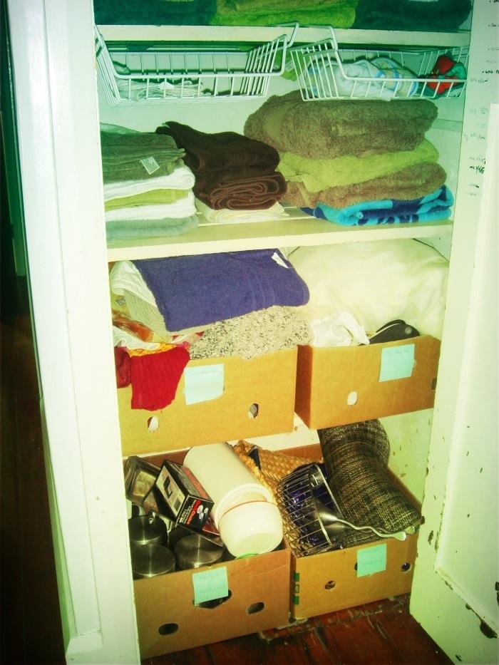 11 best home organising tips - donation boxes | Sacraparental.com