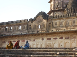 140411_Women in Orchha_blog 1