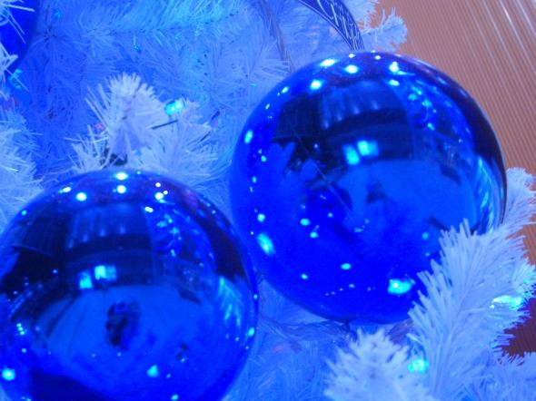 A Blue Christmas online service for those who are hurting | Sacraparental.com | Image credit: Blue Christmas, Aki Sato